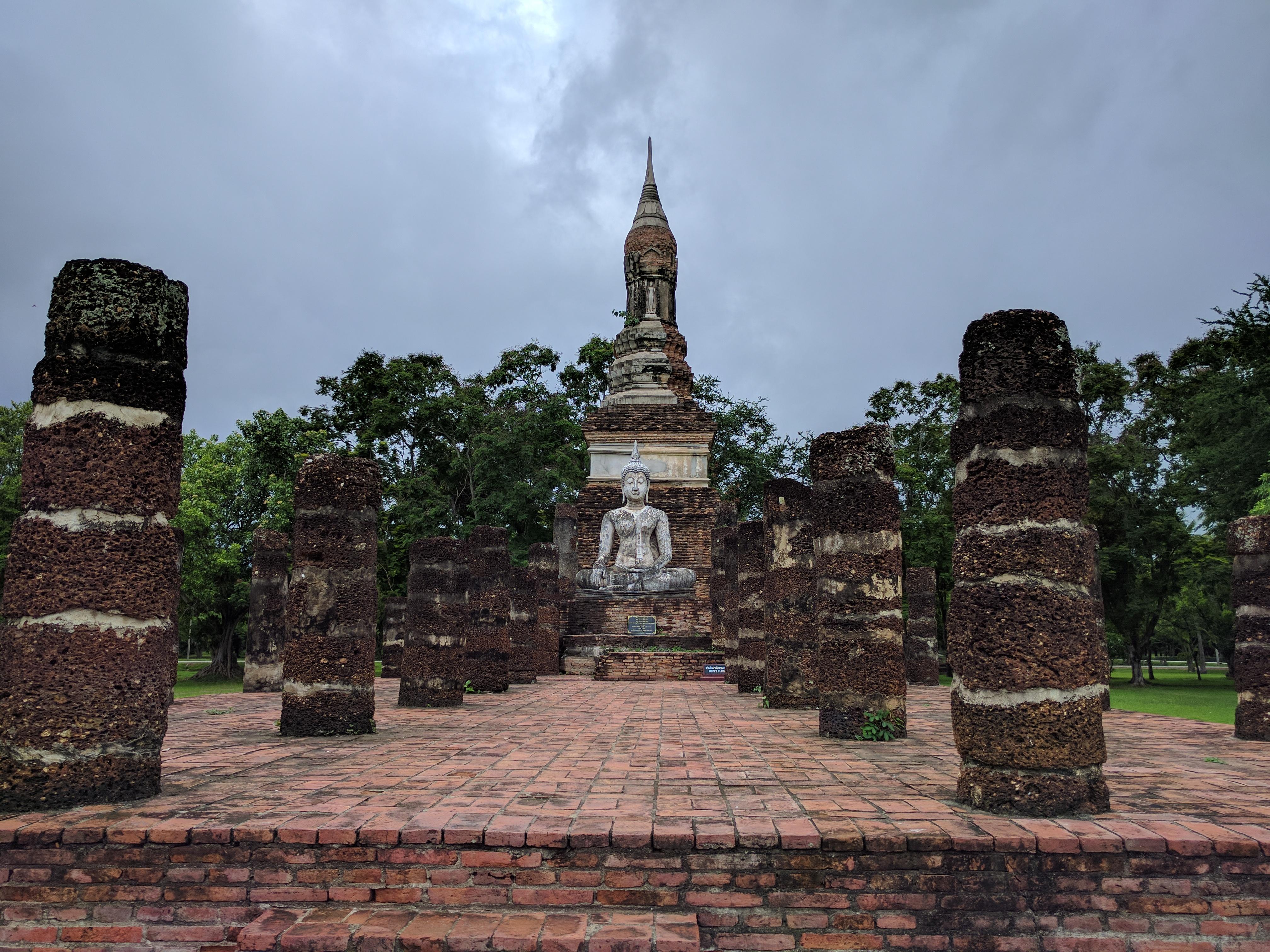 Parc historique Sukhothaï Bouddha