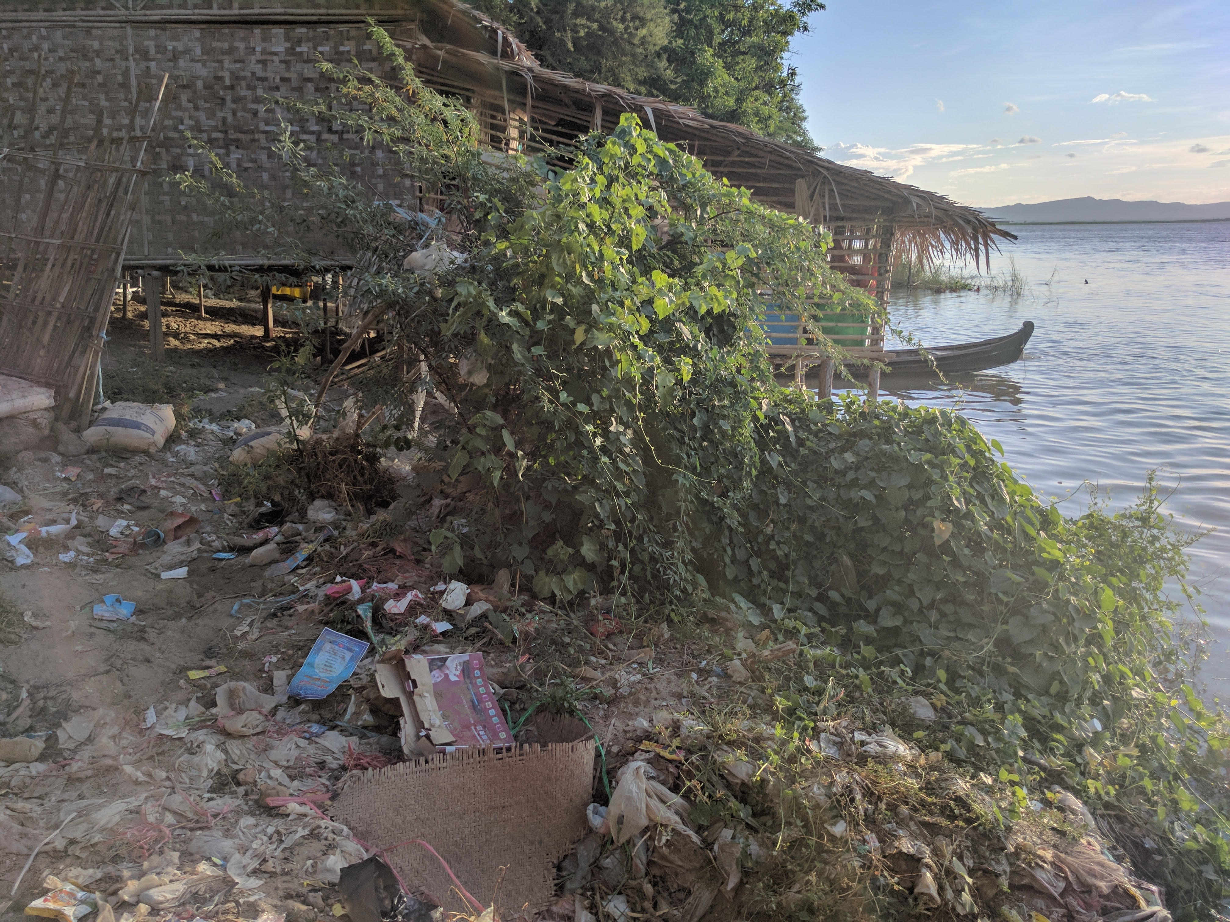 Plastique riviere Bagan